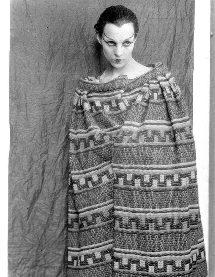 vestito di scena per la piece teatrale Antigone